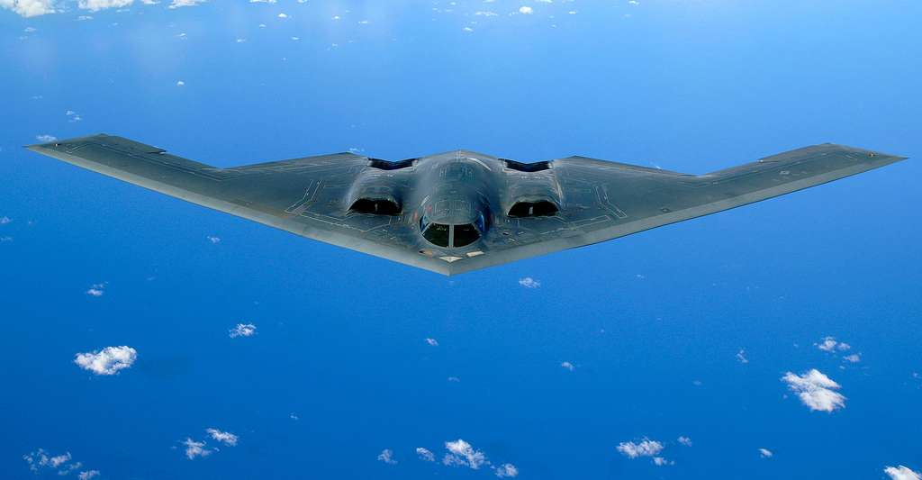 Le Northrop B-2 Spirit, également surnommé Stealth Bomber, est un avion bombardier de l'US Air Force (USAF) l'un des plus célèbres avions furtifs. © Staff Sgt. Bennie J. Davis III, DP