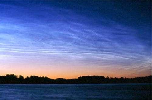 Des nuages nacrés observés à 25 km d'altitude en Finlande. Crédits Documents Tom Eklund et OMA.