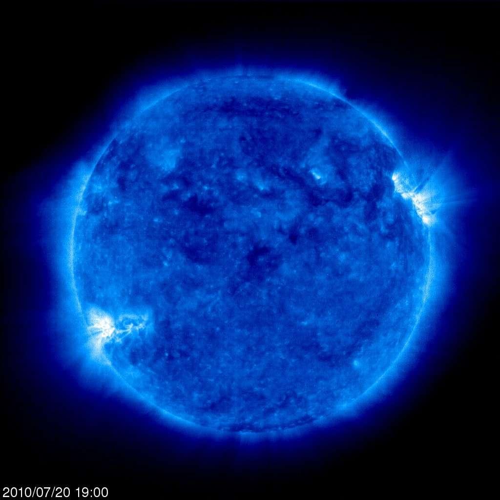 En plus de mesurer avec précision le diamètre du Soleil, Soho en fournit des images dans différentes longueurs d'onde. Ici notre étoile est observée dans l'ultraviolet à 171 angströms, montrant le comportement de la matière à 1 million de degrés Kelvin. Crédit Esa/Nasa