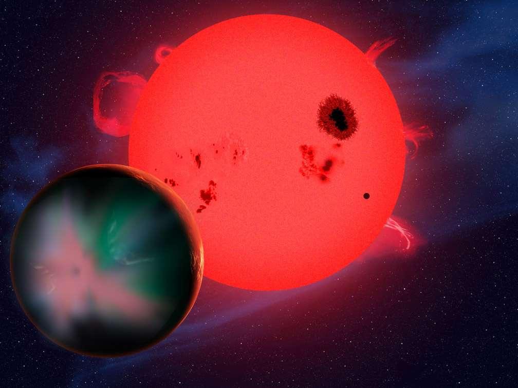 Vue d'artiste d'une exoterre en orbite autour d'une naine rouge. Bien qu'elle soit dans la zone habitable de l'étoile, cette planète est en train de perdre son atmosphère sous l'action des vents stellaires de son étoile hôte. Du fait de sa proximité, il s'y produit aussi de spectaculaires aurores boréales. Elles devraient être visibles jusqu'à l'équateur et considérablement plus brillantes que sur Terre. © David A. Aguilar, CfA
