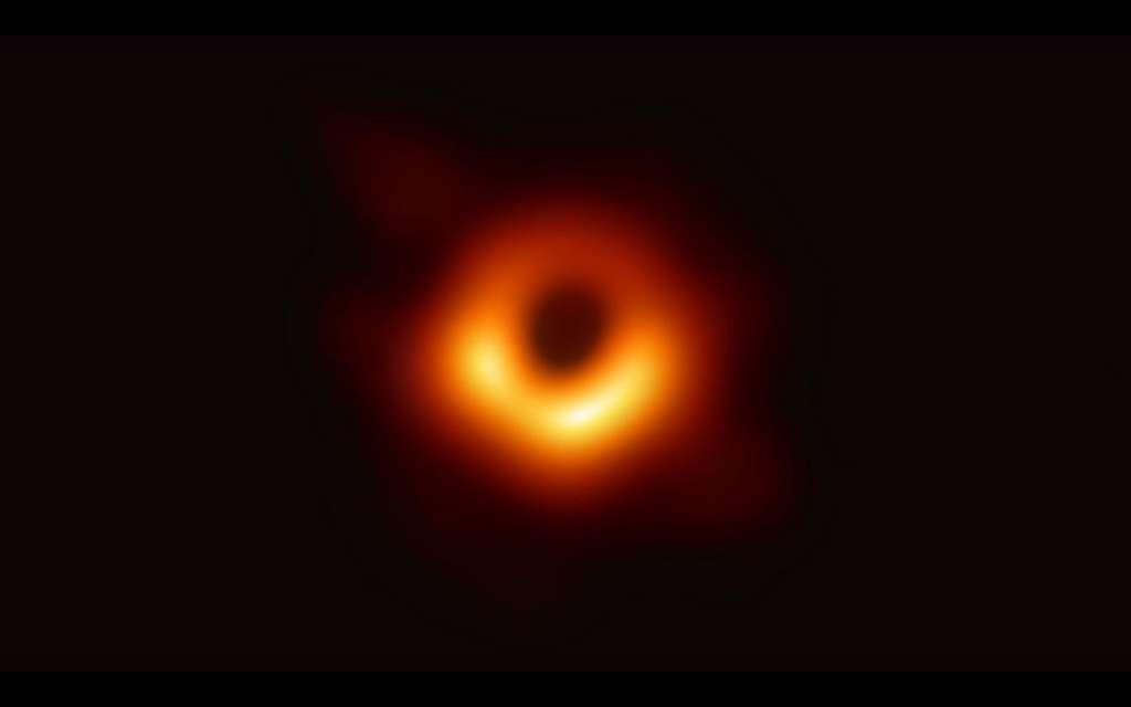 Le trou noir au centre de la galaxie M87 observé grâce aux mesures du télescope Event Horizon. © Event Horizon Telescope