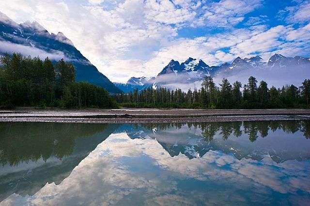 La Rivière Taku coule depuis la Colombie-Britannique, au Canada, jusqu'à la côte nord-ouest de l'Amérique du Nord. © David Nanuk, Wikimedia, CC by-nc 3.0