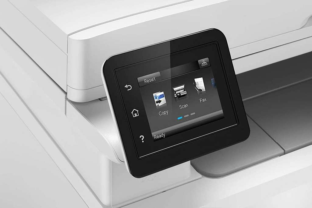 Pour environ 200 euros, il est possible de trouver des imprimantes laser couleur. Il faut parfois ajouter seulement 50 euros pour bénéficier d'un scanner intégré. © HP
