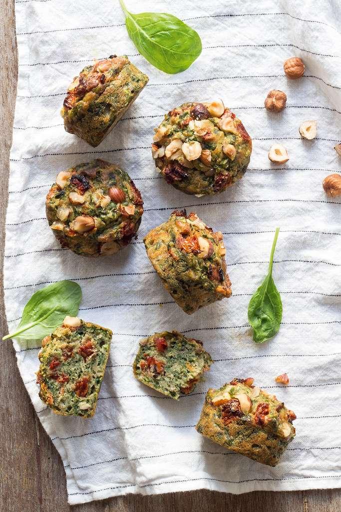 Muffins aux pousses d'épinards et noisettes © Emilie Laraison