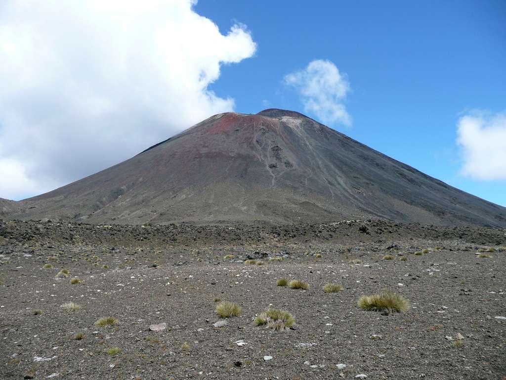 Le volcan Ngauruhoe, qui se situe au cœur du Tongariro National Park. © Marlène Beyerle