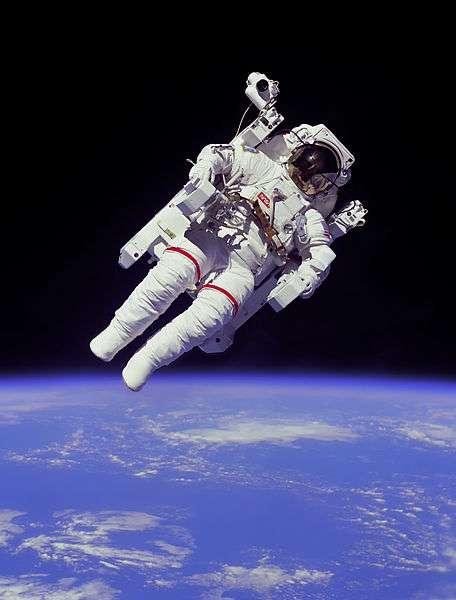 Dans l'espace, les yeux des astronautes sont exposés à des radiations nocives. La Nasa tente d'y remédier en favorisant la production de zéaxanthine par les légumes en apesanteur. © Nasa, Wikimedia Commons, DP