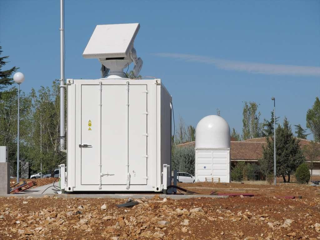 Radar monostatique (émetteur et récepteur partagent la même antenne) de l'Agence spatiale européenne installé sur le site de Santorcaz, dans la province de Madrid, pour tester de nouvelles techniques de surveillance des débris spatiaux. © Esa