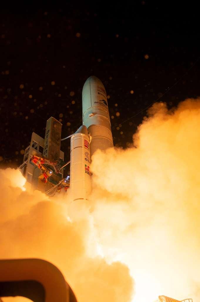 Décollage d'Ariane 5 avec à son bord la sonde BepiColombo qui a quitté la Terre à destination de Mercure, la planète tellurique la plus petite et la moins explorée du Système solaire. © ESA, S. Corvaja