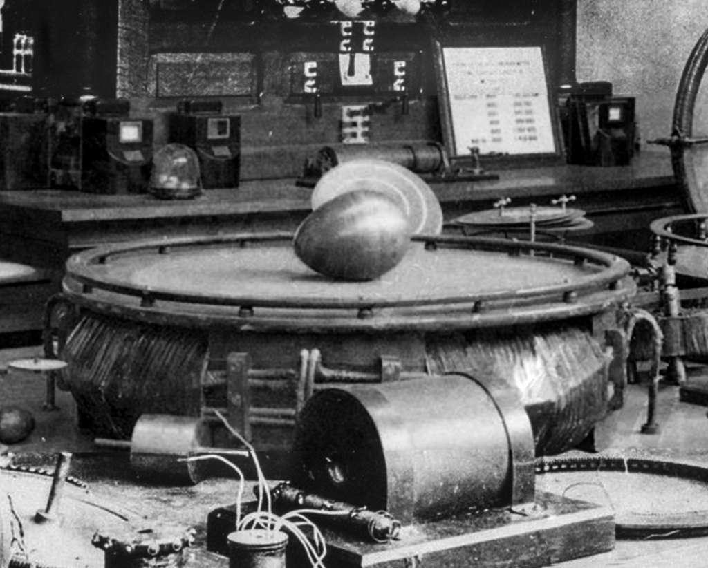 L'œuf de Colomb de Nikola Tesla, présenté à l'Exposition universelle de 1893. © Domaine public