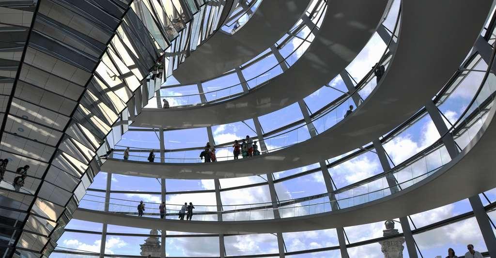 La transparence, de Norman Foster à Jean Nouvel. Ici, le dôme du Reichstag de Berlin, qui symbolise l'ouverture du régime démocratique. © Sebastian, Flickr, CC by-nc 2.0