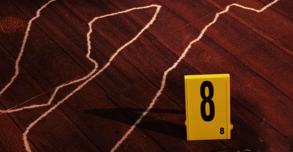 Un cadavre retrouvé sur une scène de crime présente des lividités cadavériques dès 2 heures postmortem. © Frhuynh, Stockvault