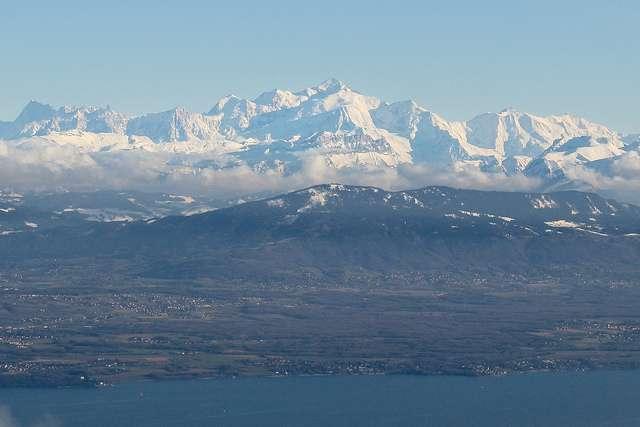 Dans le Jura, la chaîne de montagne s'est abaissée de 500 m à cause de la karstification. © Benoît Deniaud, Flickr, CC by-nc-sa 2.0