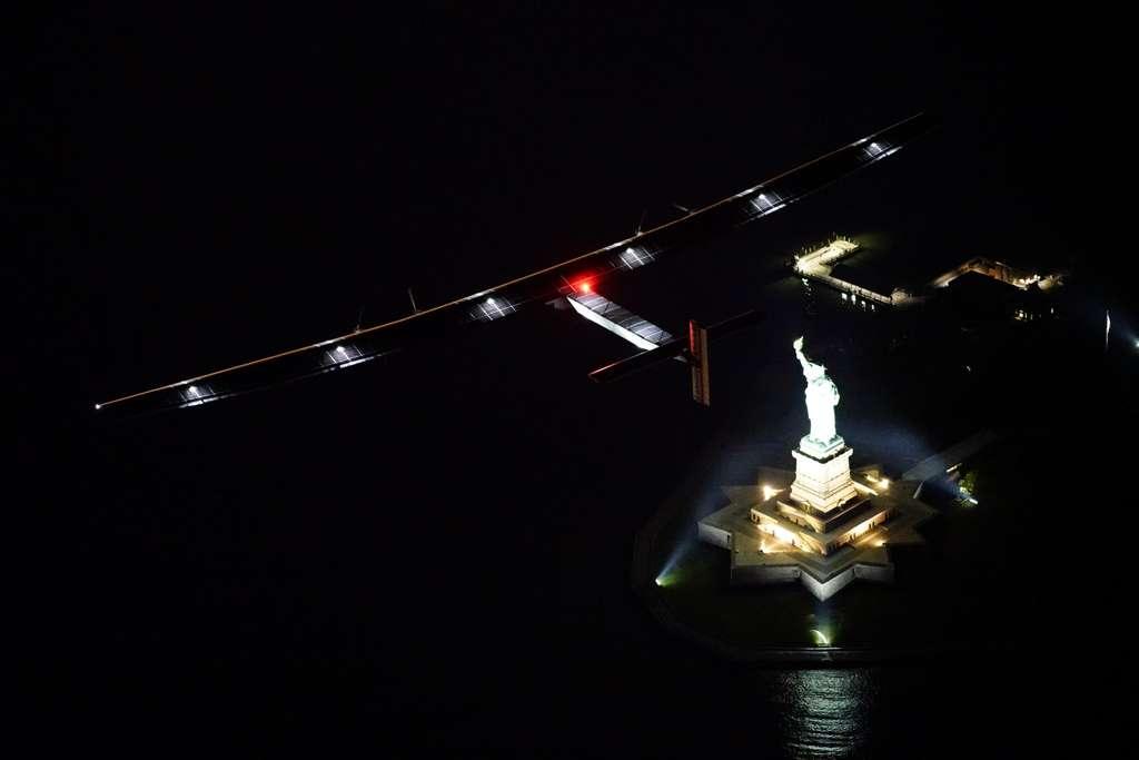 Le 11 juin 2016, l'avion solaire SI2, piloté par André Borschberg, a survolé la statue de la Liberté, à New York. © Solar Impulse