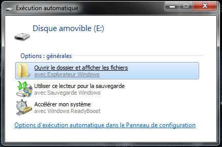 Avec un ordinateur sous Windows 7, accélérer votre PC avec ReadyBoost est proposé dès l'insertion de la clé USB. ©Microsoft
