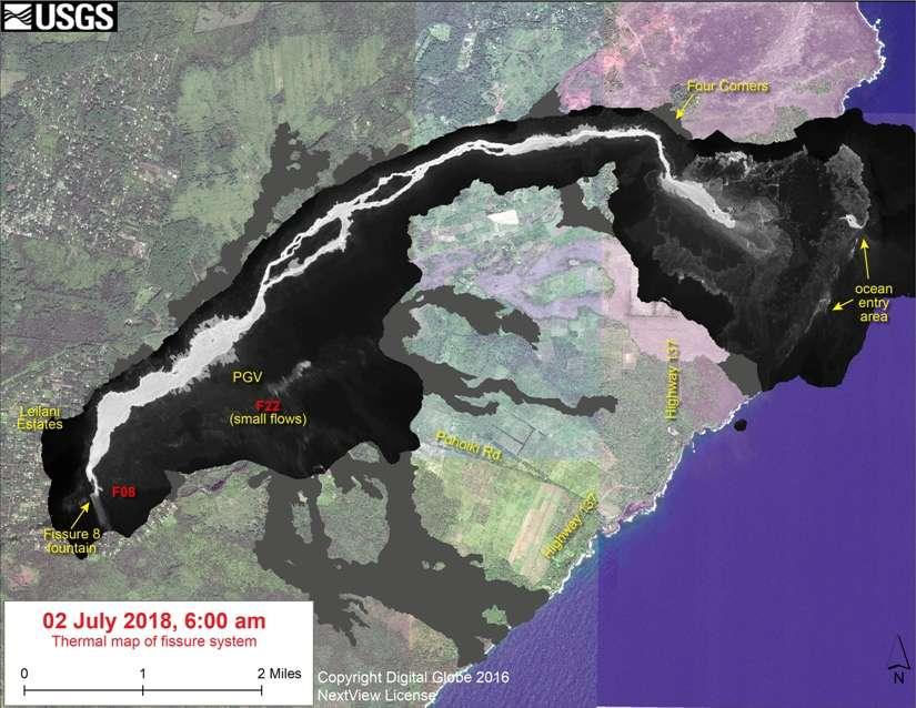 Une carte thermique superposée sur celle de la topographie du Kilauea montre l'étendue de la coulée de lave émise par la fracture 8 (fissure 8). L'échelle est donnée en miles. Un mile = 1,6 kilomètre. © USGS