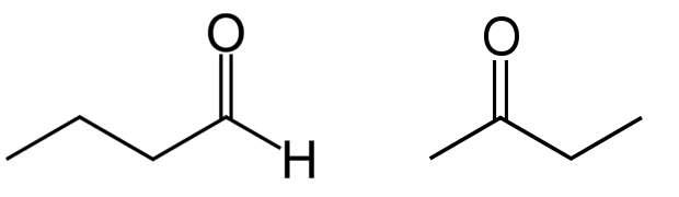 Le butanal (un aldéhyde) à gauche et la butanone (une cétone) à droite. Les aldéhydes ont des propriétés similaires aux cétones, avec lesquels ils ne doivent pas être confondus : les cétones possèdent un groupe carbonyle en milieu de chaîne. © Wikimedia Commons