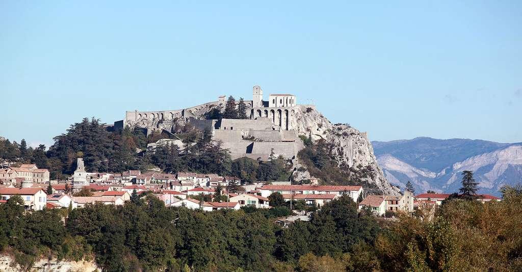 Vue sur la citadelle de Sisteron. © Kuebi, Wikimedia commons, CC by-sa 3.0