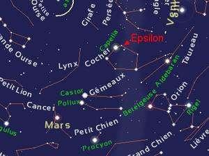 Avec une magnitude de 3, Epsilon du Cocher est facile à localiser à proximité de la brillante Capella. Crédit Stelvision.com
