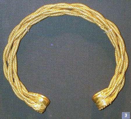 Torque en or. Le torque d'abord apparu dans l'art scythe au début de l'âge de fer, a été introduit dans l'Europe celte vers 500 av. J.-C. © DP
