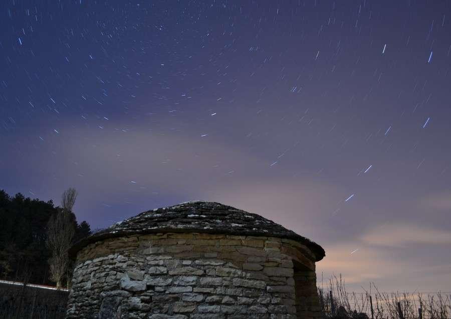 Une cabotte au pied des étoiles. © J.-B. Feldmann