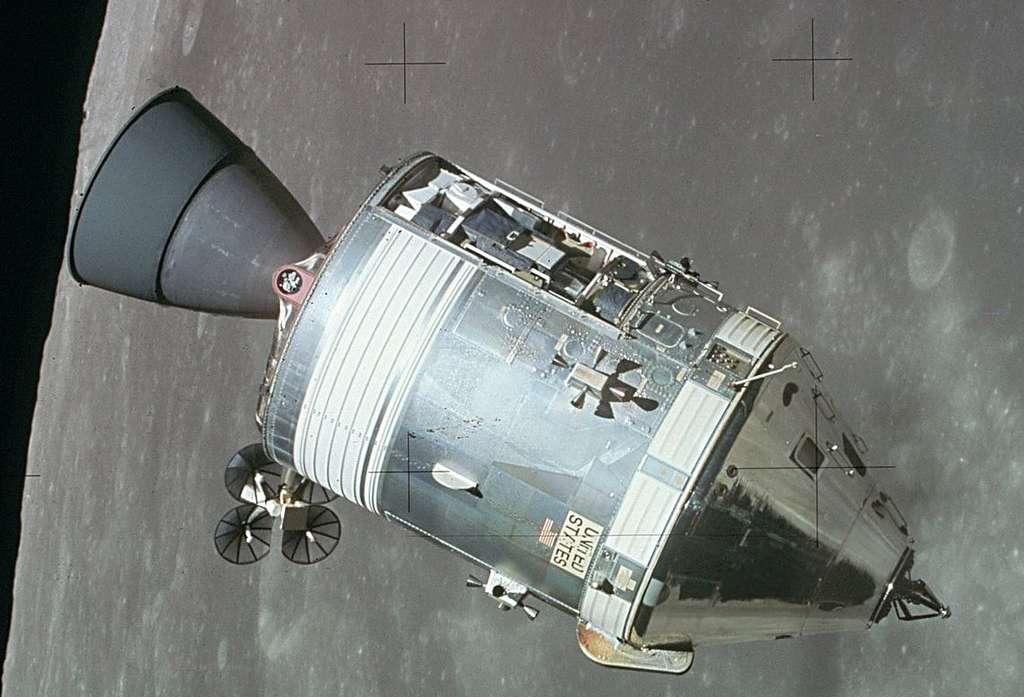 Une enquête a permis de déterminer que l'incident s'était déjà produit sur les missions Apollo 8 et Apollo 10. Mais les astronautes de ces missions ne l'avaient pas noté. Il n'a donc pas été corrigé avant le lancement d'Apollo 11. © Nasa, Wikipedia, Domaine public