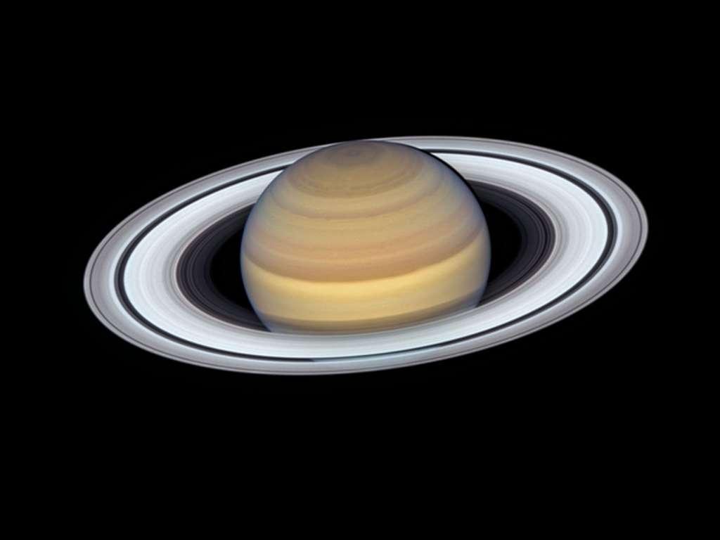 Les fins anneaux de Saturne