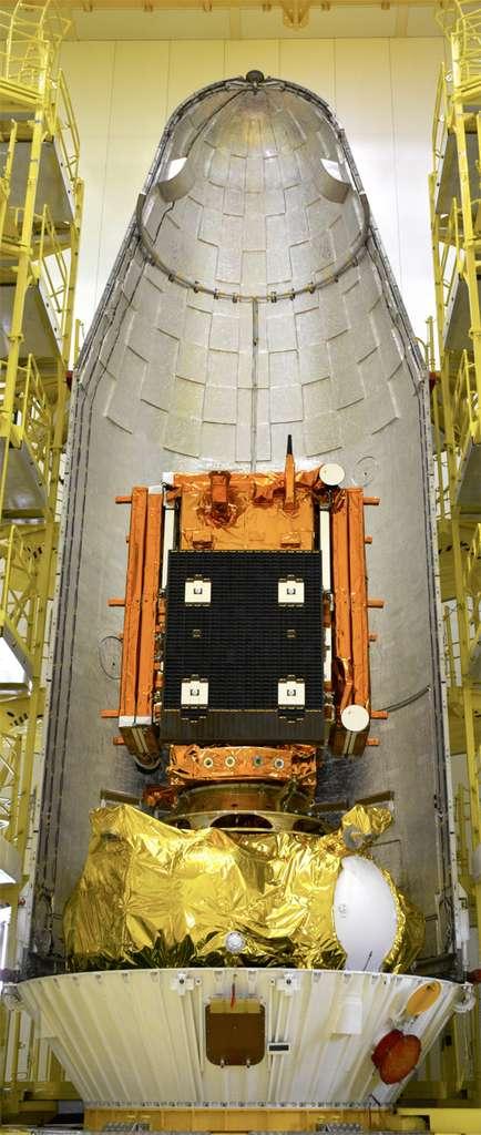 Le satellite Sentinel 1A, posé sur l'étage supérieur Fregat, installé dans la coiffe de son lanceur. © Esa, R. Torres