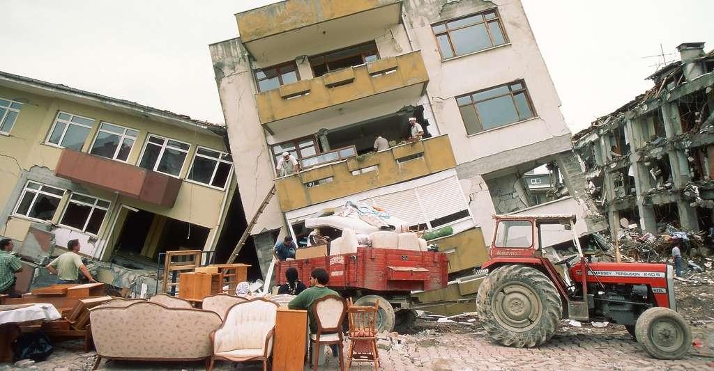 La faille nord-anatolienne est responsable du tremblement de terre destructeur dans la région d'Izmit, en Turquie, le 17 août 1999. Environ 17.000 personnes perdirent la vie dans ce séisme, de magnitude 7,6, qui dura 37 secondes. © Sadik Gulec, Shutterstock