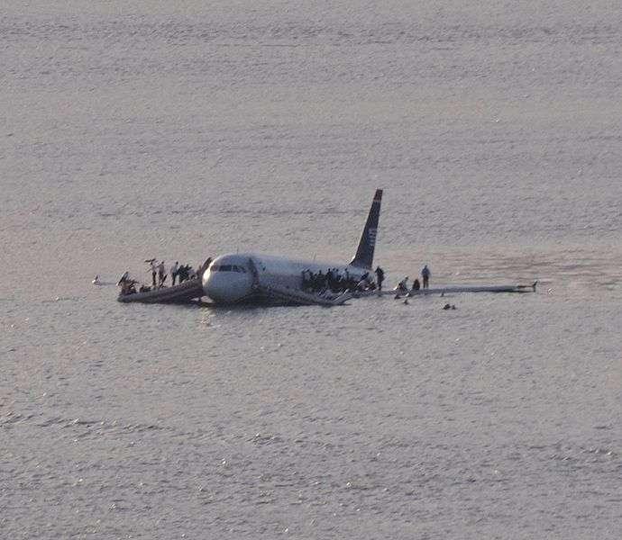 Vol US Airways 1549 sur le fleuve Hudson. L'avion avait percuté une troupe de bernaches du Canada, ce qui a provoqué l'accident. © Greg L, Wikipédia, cc by 2.0