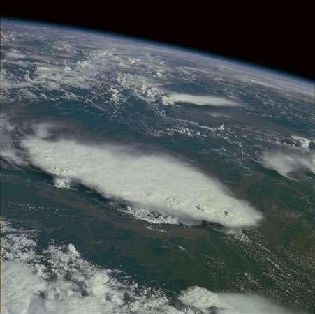 Les inondations gigantesques du Queensland sont une des manifestations de La Niña qui est elle-même une des phases de l'oscillation ENSO (El Niño, Southern Oscillation). Les implications de cette oscillation concernent une grande partie des régions subtropicales et au-delà. Elle module en particulier l'intensité de la mousson asiatique. © DR