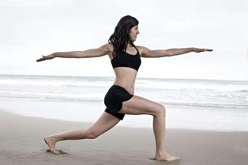 Le yoga est l'une des méthodes proposées pour la préparation à l'accouchement. © Lululemon athletica, Flickr by 2.0