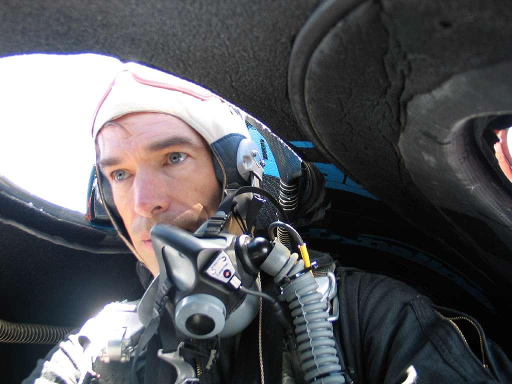 Jon Karkow à bord du GlobalFlyer