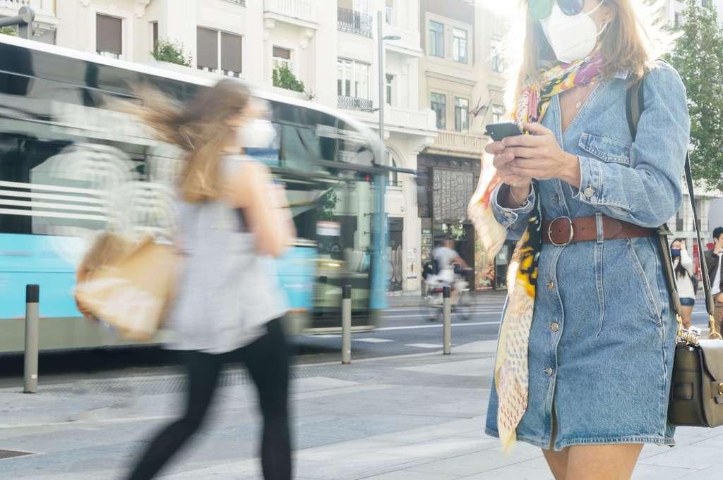 Les Finlandais ont adhéré aux mesures de distanciation sociale et presque la moitié d'entre eux ont téléchargé l'appli de suivi des cas. © karrastock, Adobe Stock