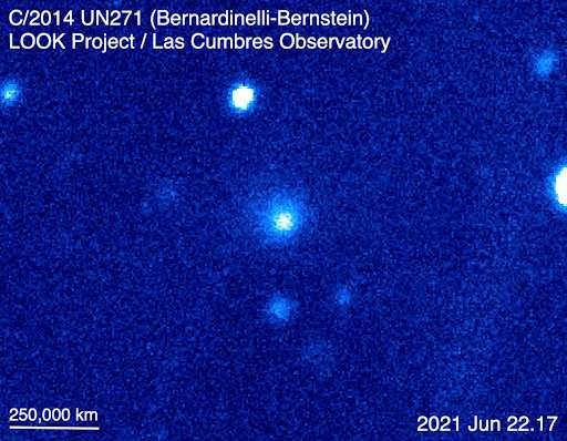 La comète Bernardinell-Bernstein, au centre de l'image, photographiée le 22 juin 2021. © Observatoire de Las Cumbres, Look Project