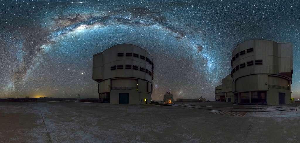 Le ciel étoilé au-dessus de l'observatoire du Cerro Paranal