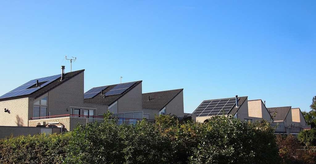 Bientôt, l'électricité photovoltaïque produite par un habitant pourra aussi alimenter les autres maisons de son quartier. © epicantus, Paxabay License