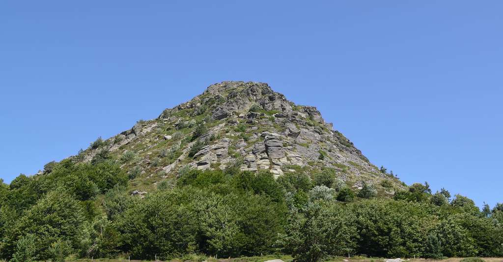 Mont Gerbier de Jonc en venant de Saint Martial. © CpaKmo, Flickr, CC by-nc 2.0