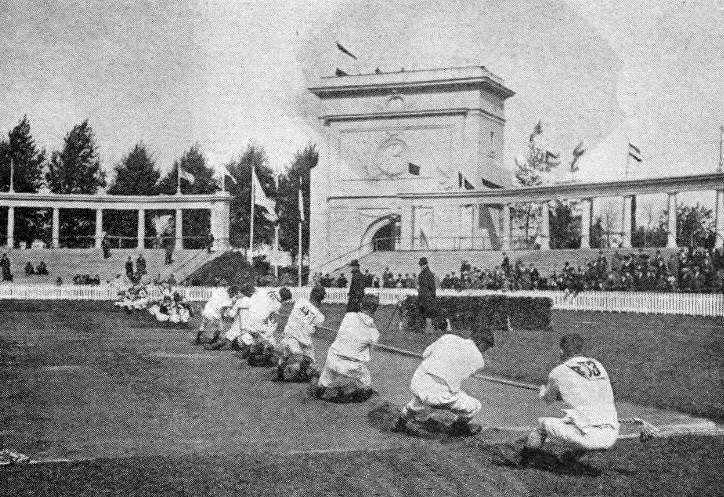 L'équipe de police de Londres, vainqueurs du tir à la corde aux Jeux olympiques de Londres de 1920. © Domaine public