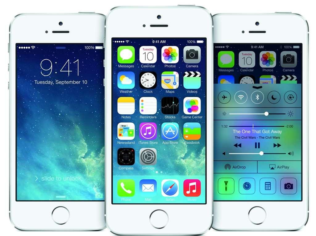 Avec iOS 7, Apple a voulu donner une touche de modernité en partant sur un design plus épuré avec des icônes sans relief et des jeux de transparence. © Apple