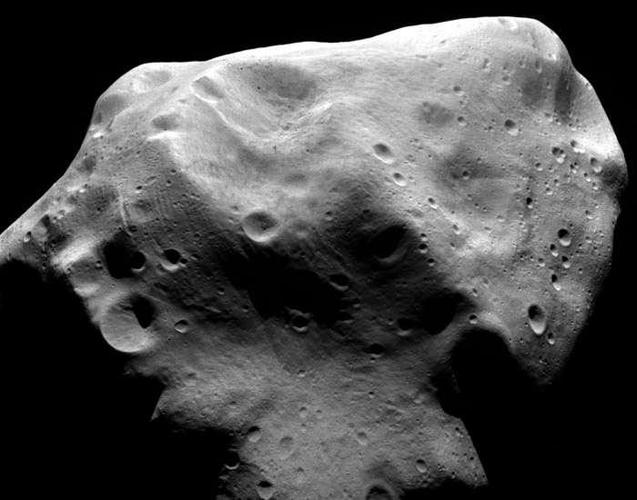 L'uniformité de couleur de toutes les régions observées par Rosetta est une des particularités de l'astéroïde Lutetia. © Esa