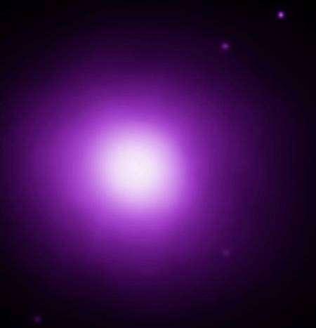Image infrarouge de l'amas de galaxies Abell 1689 obtenue par l'observatoire spatial Chandra. Crédit Chandra X-ray Observatory