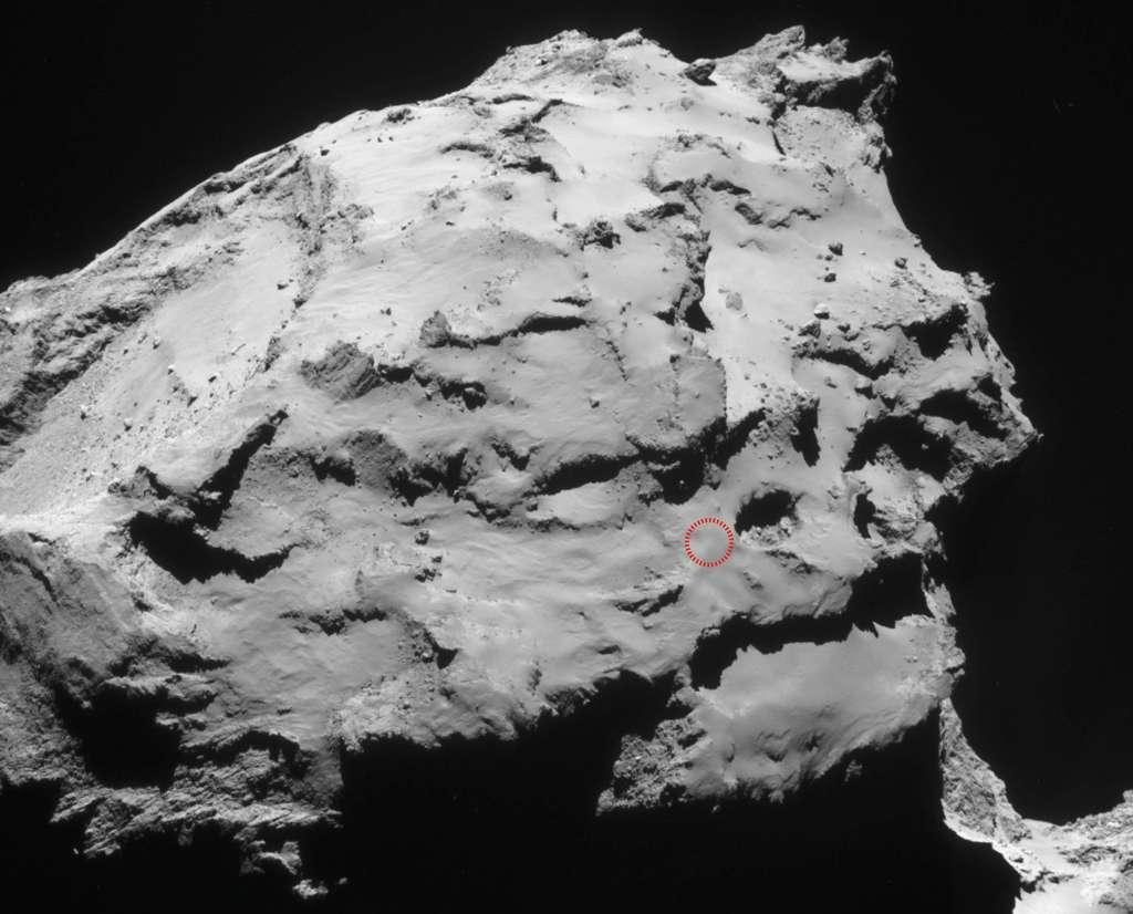 Ma'at est le site de l'impact contrôlé de la sonde Rosetta choisi par l'Agence spatiale européenne. Il se situe sur le plus petit lobe du noyau cométaire. © Esa, Rosetta, NavCam