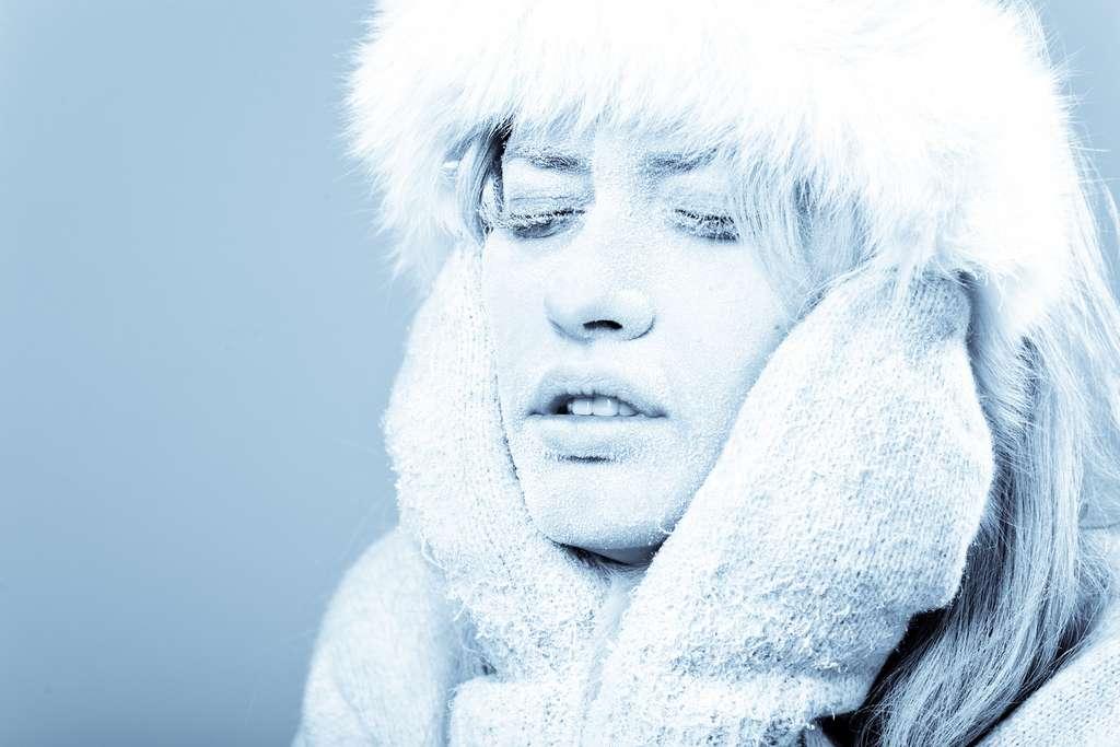 Frotter une peau gelée peut aggraver les blessures. © Igor Stepovik, Fotolia