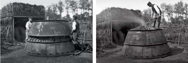 Des charbonniers à l'œuvre dans la forêt de Sénart en 1925. © CNRS Photothèque / Fonds historique