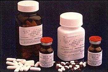 L'AZT, ou zidovudine, est le premier traitement efficace contre le VIH à avoir été autorisé. Seul, il ne pouvait contrôler le VIH : il est désormais utilisé en association avec d'autres antirétroviraux. © NIH, Wikipédia, DP