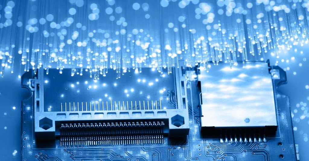 Les réseaux de neurones jouissent d'un grand intérêt. C'est en effet grâce à eux que les limites de l'intelligence artificielle pourront être repoussées. Encore faut-il qu'ils puissent réfléchir à grande vitesse. C'est justement ce que promettent des chercheurs de l'université de Princeton (États-Unis) avec leur puce neuromorphique photonique. © PeterPhoto123, Shutterstock