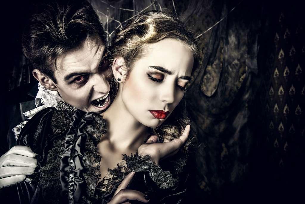 Les vampires mordent leurs victimes dans le cou. C'est donc depuis la carotide externe qu'ils aspirent l'énergie vitale de leurs victimes, une énergie contenue dans leur sang. © Kiseley Andrey Valerevich, Shutterstock