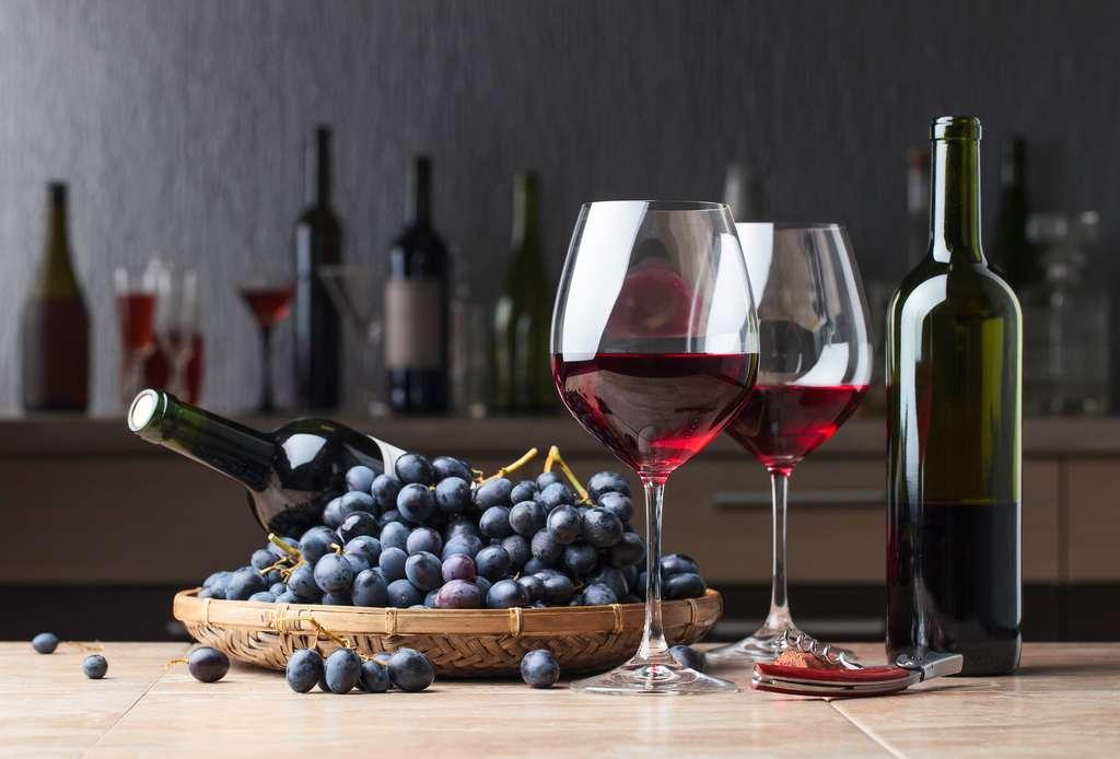 Le vin ne protège pas contre la Covid-19. © Igor Normann, Fotolia