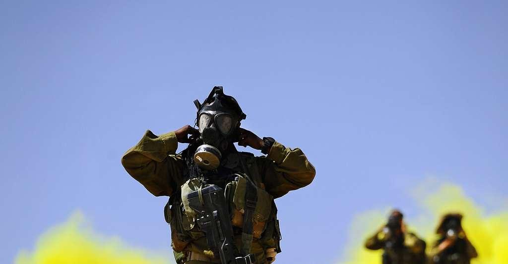 Moyens de protection pour les militaires en milieux toxiques. © Matanya, CC BY-SA 3.0