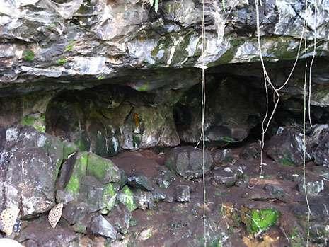 L'entrée effrayante de la grotte a fait naître en ce lieu de nombreuses légendes. © Olivier Testa